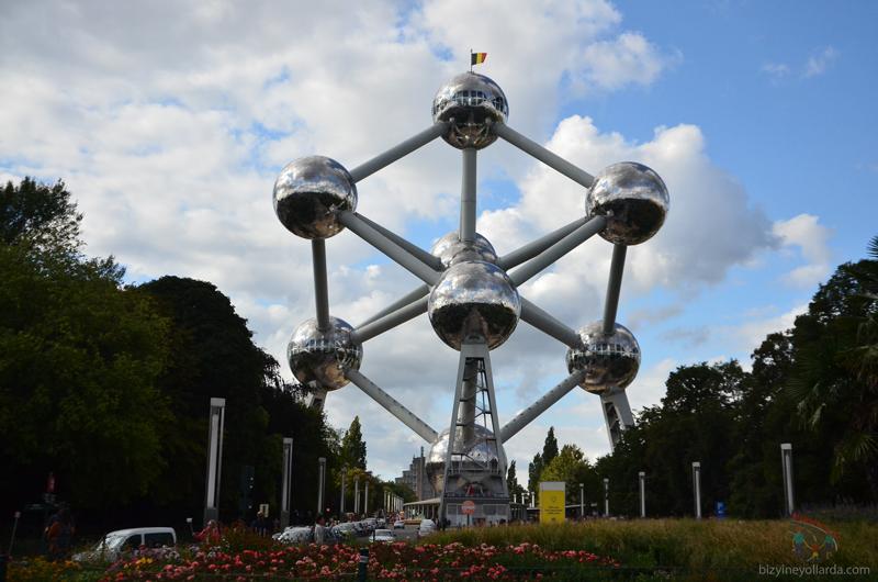 Atomium heykeli