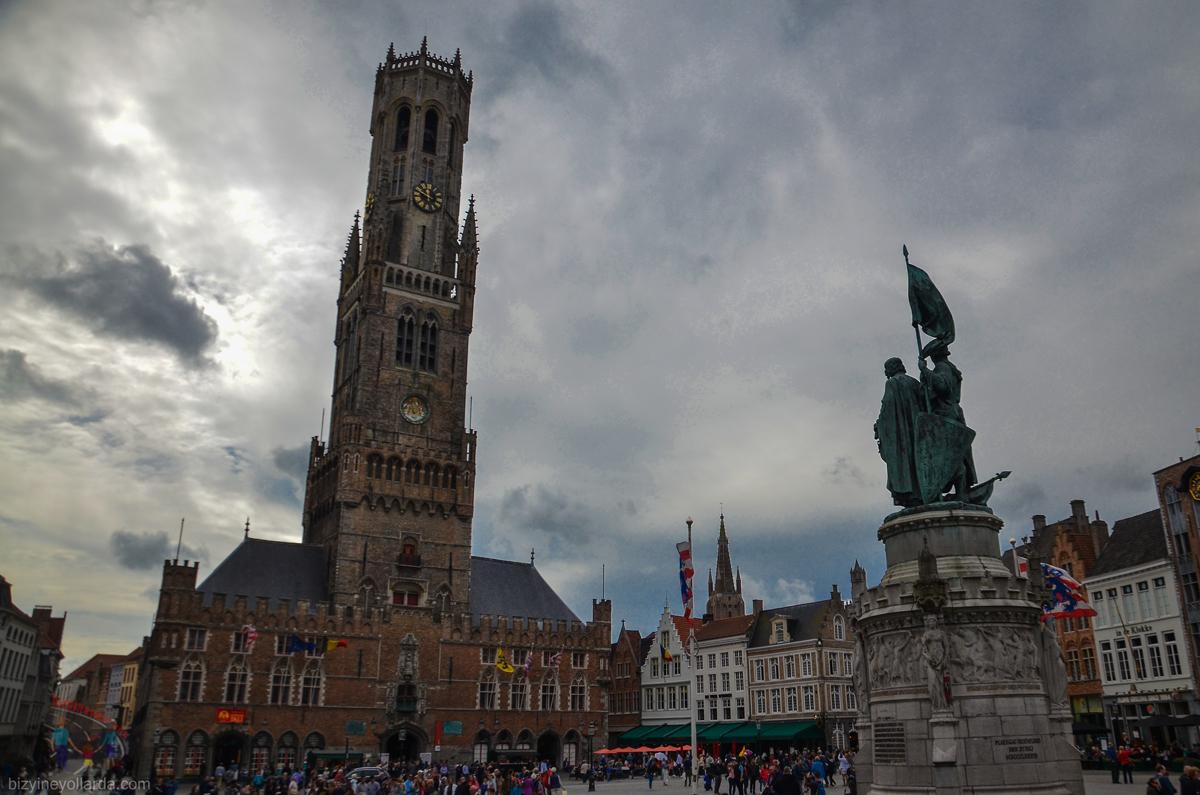 Brugge Çan Kilisesi - Jan Breydel Heykeli