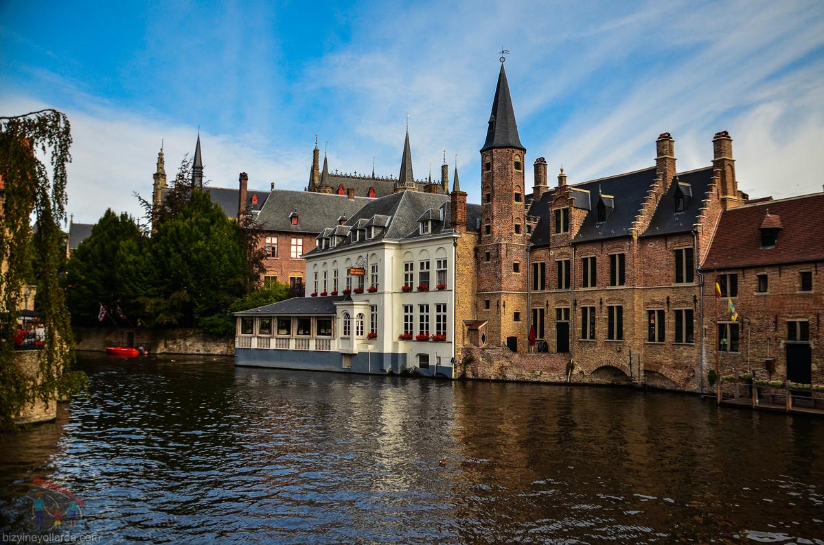 Brugge Kanal Şatolar