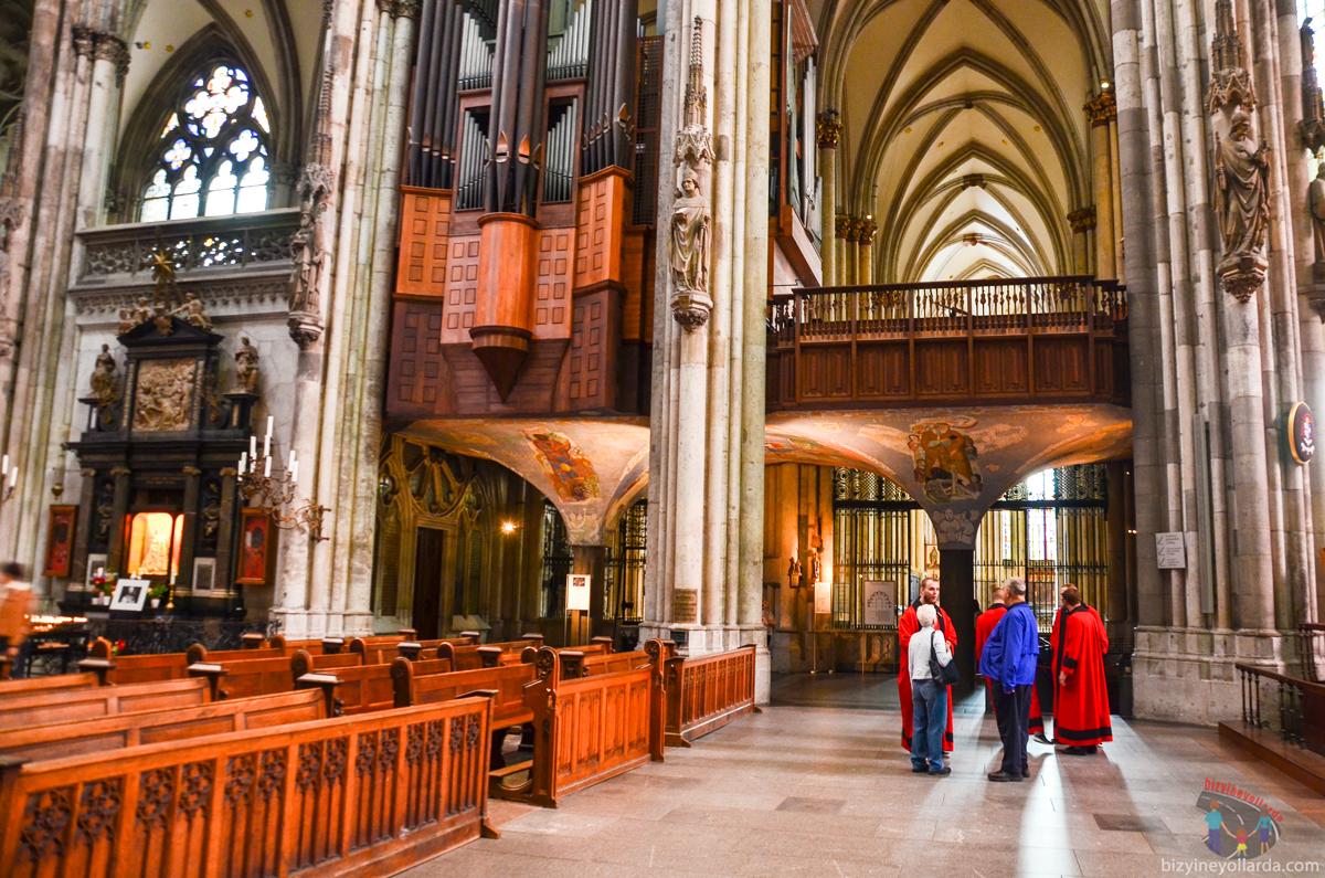 Dom Katedrali İç Kısmı