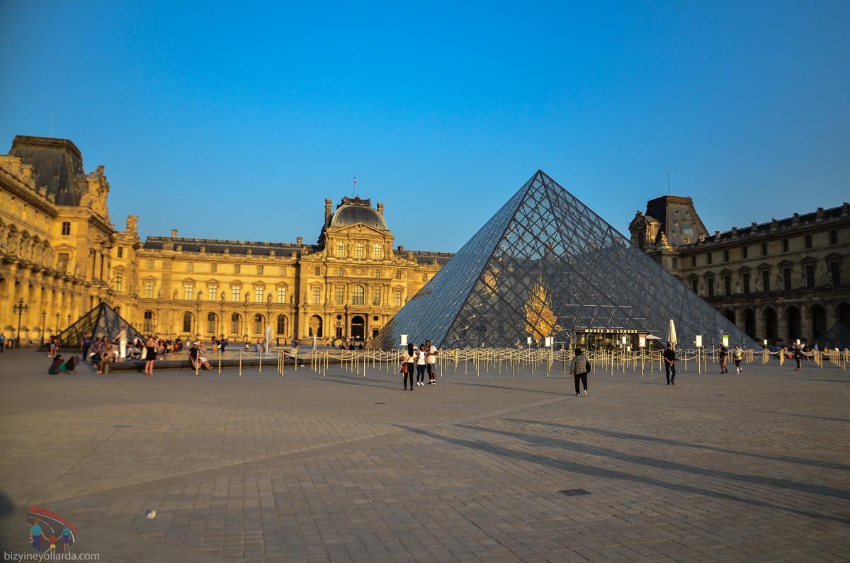 Louvre Müzesi - Cam Piramit