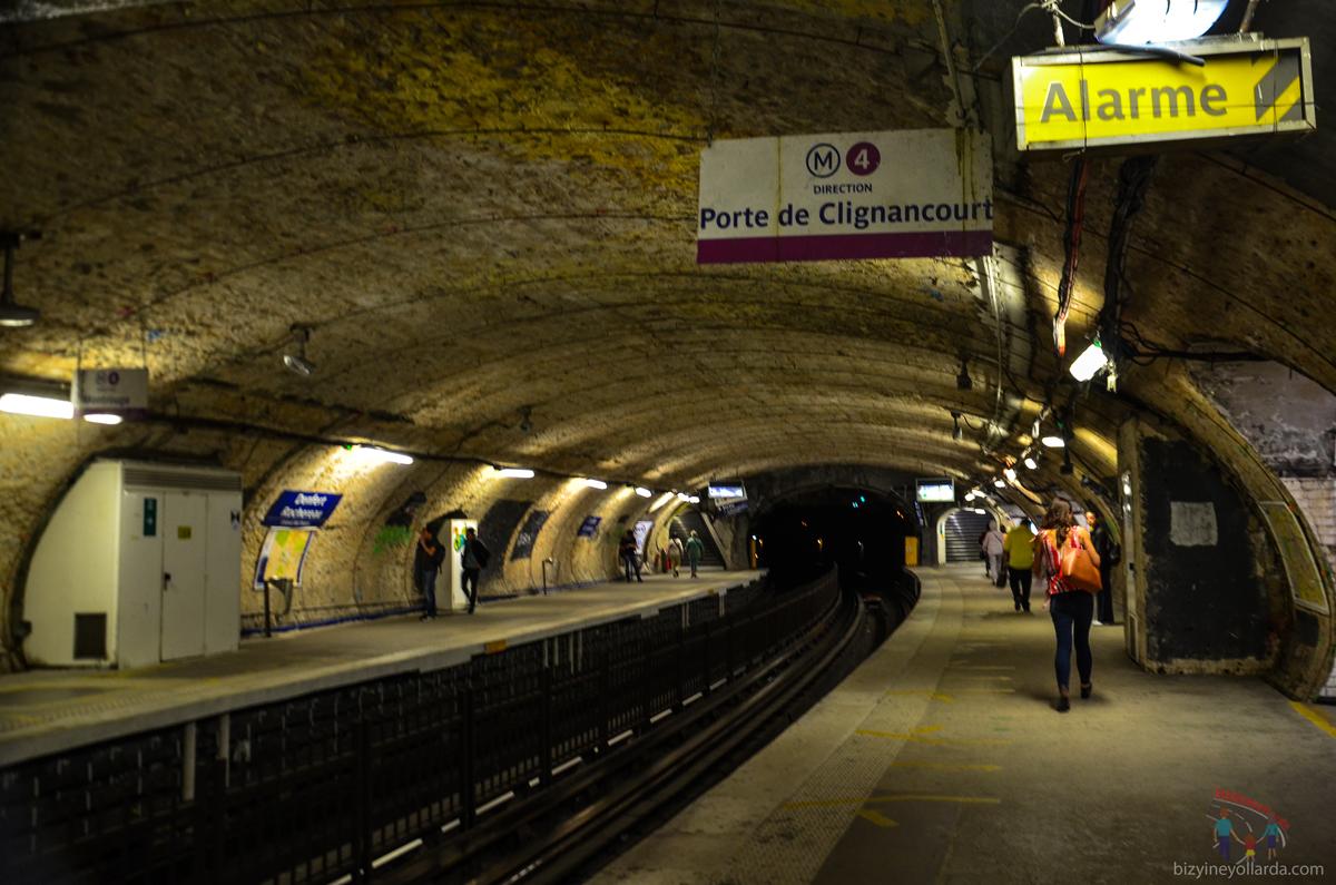 Paris Metro İstasyonu