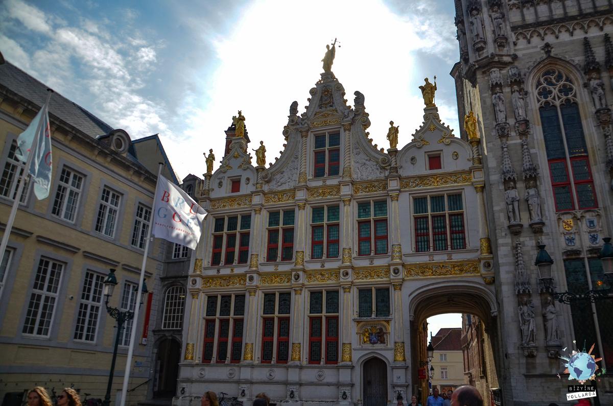 Burg Meydanı Giriş