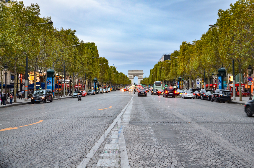 Paris Champs Elysees Bulvarı ve Zafer Takı