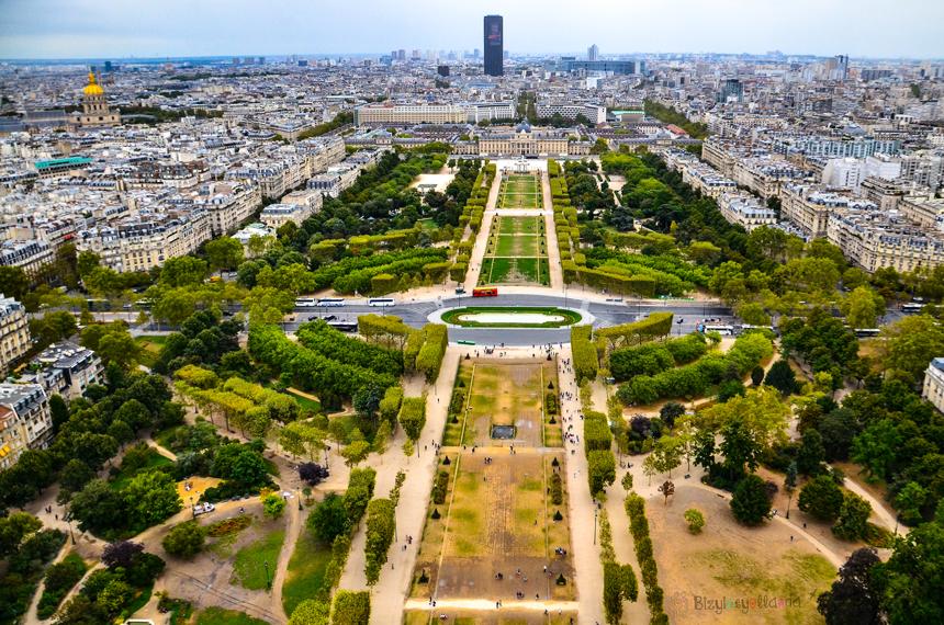 Eyfel kulesi ikinci kattan Paris manzarası