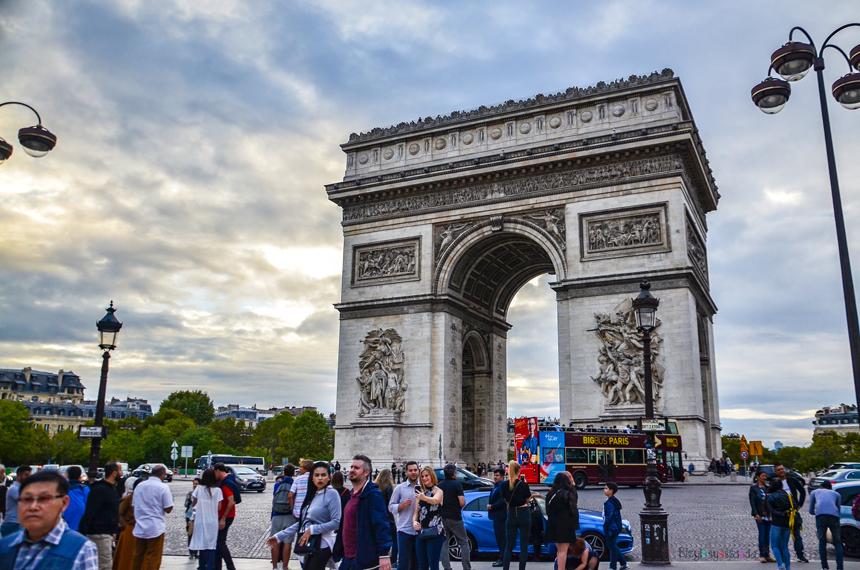 Zafer Takı ve Charles De Gaulle Meydanı