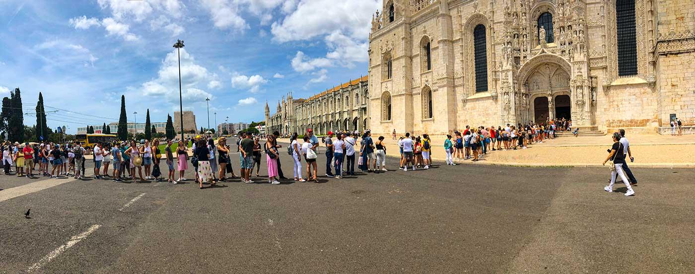 Belem kilisesi, Jeronimos manastırı ve Arkeoloji Müzesi yan yana üç bina Lizbon'un merkezini oluşturuyor. Bu bölgenin diğer adı ise Belem.