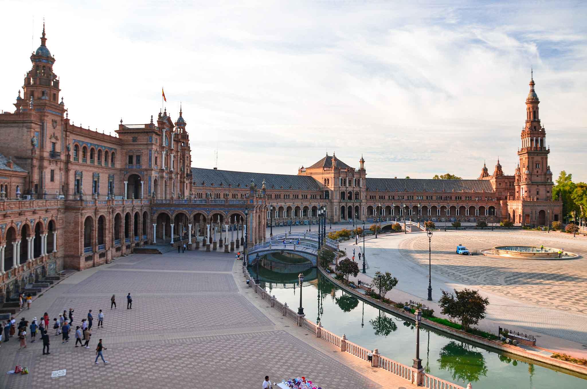 Sevilla kentindeki ünlü İspanya Meydanı.